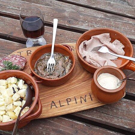 Coazze, Italy: Bravo Fabrizio, i tuoi taglieri sempre perfetti per una buona merenda cenoira 😊🙃😉