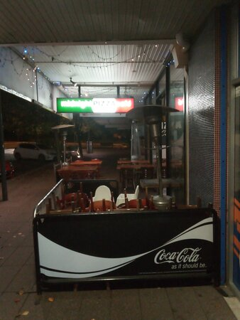 Sutherland Shire, Úc: Outside Dining Area @ Midnight Pizza