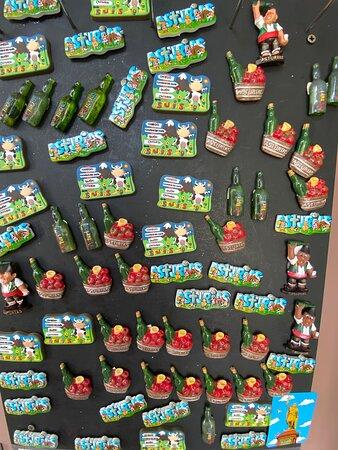 Colección de imanes en la tienda