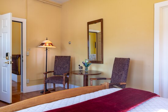 New Haven Room- Second floor of our 1803 main house. Each room offers its own bathroom.  - Picture of Inn on the Green, Middlebury - Tripadvisor