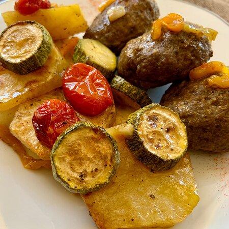 Levidi, Grčka: Μπιφτέκια με λαχανικά 👌