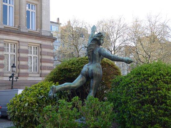 Saint-Gilles, Stue 'La déesse du Bocq' by Jef Lambeaux in front of the Town Hall of Saint-Gilles
