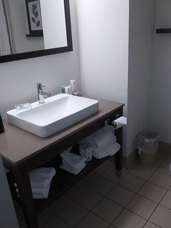 Room 405. Bathroom