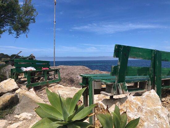 Bonagia, Italia: Panchine a contatto con  la Brezza Marina ....