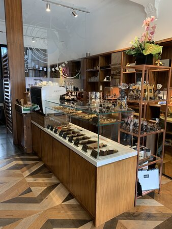Vereinigtes Königreich: Lovely newly relocated Cafe and Chocolatier