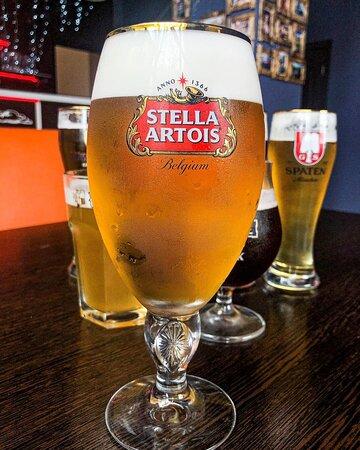 STELLA ARTOIS  - это бельгийское пиво,которое имеет изысканный горьковатый оттенок, благодаря чему пиво освежает. Это выгодно выделяет его на фоне других традиционных европейских сортов пива.