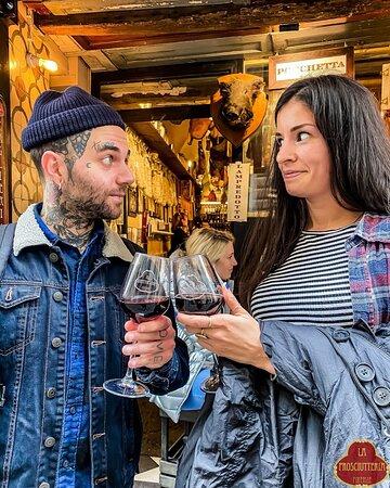 brindisi con vino toscano