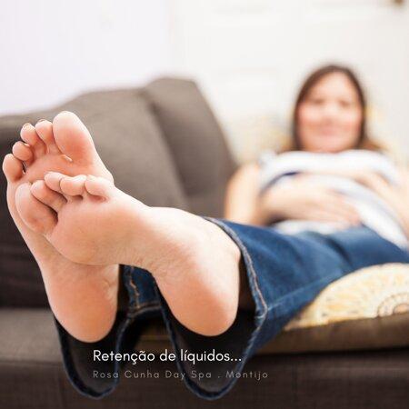 Tornozelos, mãos e pés inchados, cãibras nas pernas e uma sensação de peso inexplicável?  Retenção de líquidos...um problema de saúde, que abrange homens, mas é mais comum nas mulheres, que tem agravado devido ao teletrabalho e à falta de mobilidade, a falta de cuidado na alimentação e a pouca ingestão de água.  É importante recorrer a profissionais credenciados, consulte-nos! #DaySpaMontijo #retençãodeliquidos #drenagemlinfatica