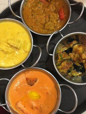 Ferreries, Spain: Currys , sabores difetentes , dulces , picantes