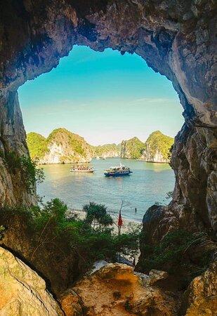 bãi tắm tự nhiên vịnh Lan Hạ
