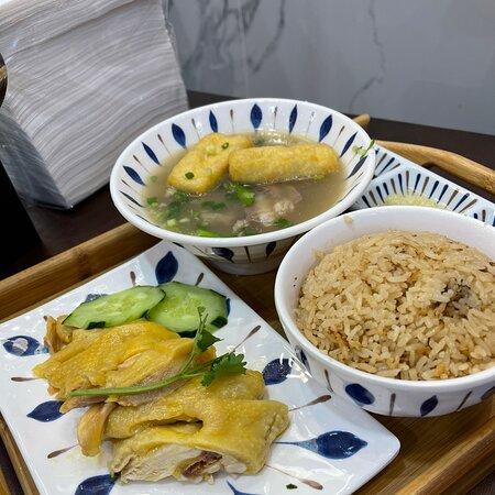 一碗回味的雞飯和肉骨茶