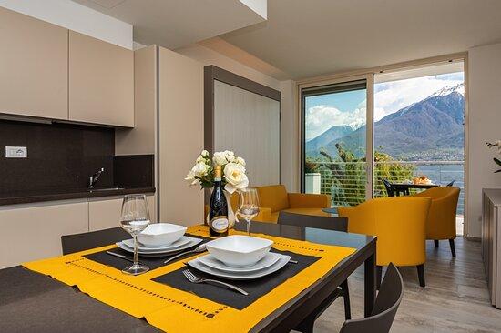 Appartamento deluxe, vista lago, 38mq, da due a quattro persone. Cucina, bagno, TV, wifi, parcheggio in garage, terrazza fronte lago