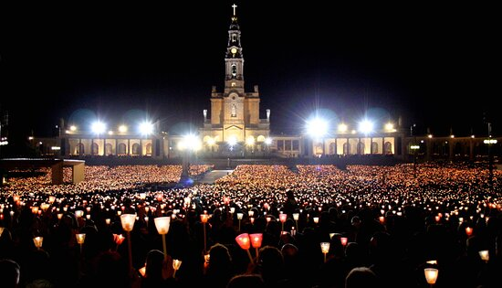 This evening, the 12th of May, all the lights shine in Fátima's shrine for the candle procession. A beautiful scene when thousands of candles lit up the area and the atmosphere is magical, a representation of devotion and union. Both today and tomorrow mark the celebration of the apparition of Our Lady of the Rosary and, usually, people come from all over to gather on the sanctuary for this festivity.  Have you ever attended or visited Fátima? https://www.portugaltrails.com/city/fatima/#overview