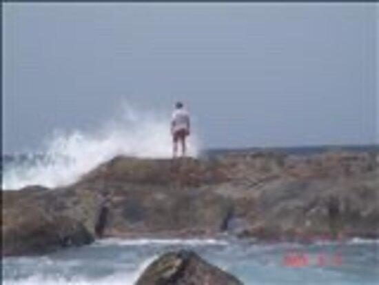Aruba: Waves