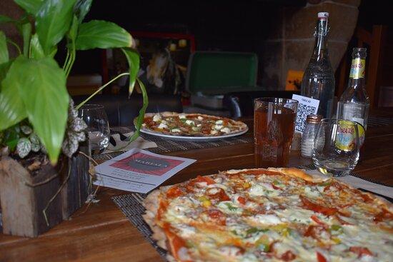 Ploeuc-sur-lie, Frankrike: Pizzas artisanales