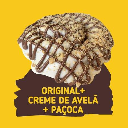 Cinnamon Roll Original + Creme de Avelã + Paçoca  (O cinnamon Roll é um bonito fofinho e docinho com mousse de Cream Cheese e Canela e com diversas opções de toppings para você deixar ele ainda mais delicioso).