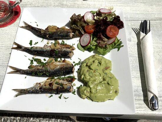 sardinas al ajillo con guacamole