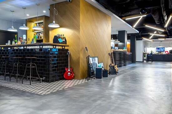 Lobby, Reception and Bar
