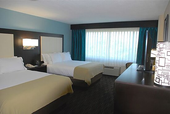 Holiday Inn Express Boise University Double Queen Bed Guest Room
