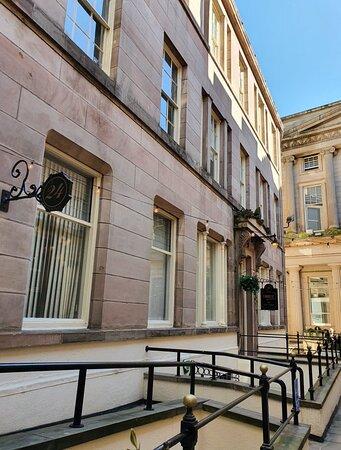 Queens Avenue in Liverpool Buisness District