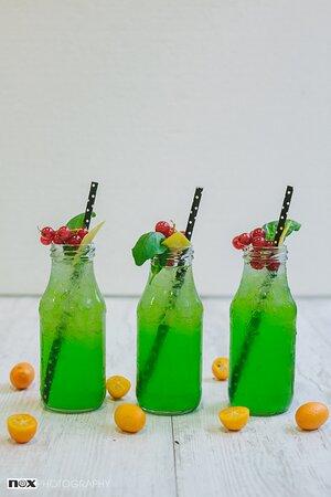 "ceders non alcoholic ""gin"", matcha, lemon, club soda, cane"