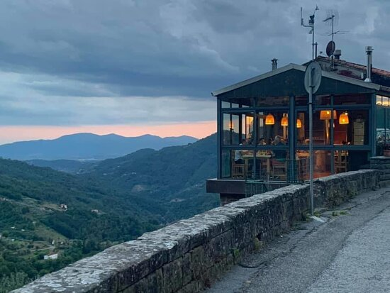 Vellano, إيطاليا: La trattoria da fuori