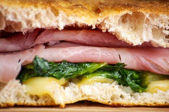 Sanduiche Doppio Crunch com fermentação lenta de 48h Presunto Royale super crocante e leve!!!