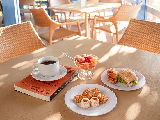 Opções de lanches e café no Espaço Canoas