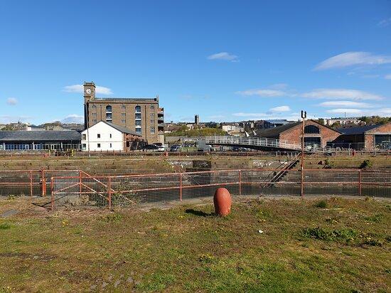 دندي, UK: A mixture of pictures of the Quayside area of Dundee City. I took the photos in May 2021