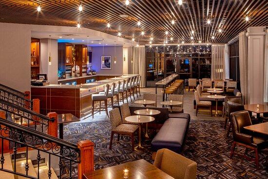 Veranda Lounge 1