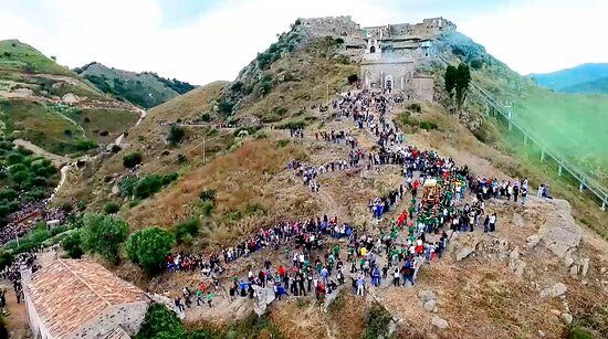In Calatabiano, at only 15 minutes from Taormina, take place the traditional feast of San Filippo. One of particular thing is the down of saint in the village from the top hill church. This event followed from thousend of peoples that stay on the route of saint.