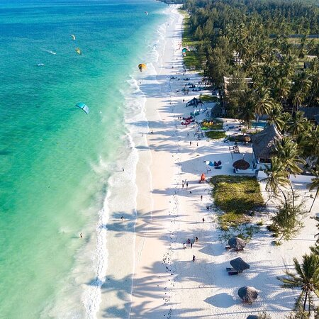 Jambiani has a beautiful 7 km long beach with swaying palms. In contrary to some beaches in the north, this beach has powdery white sand and hardly any rocks or sea-urchins. 💦🌴| #zanzibarterminus