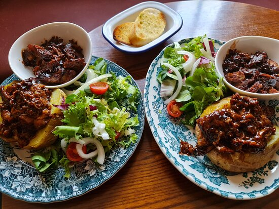 Jacket potatoes with pulled pork