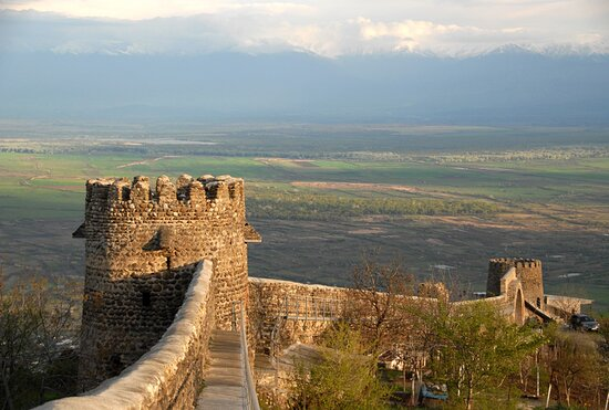 Sighnaghi Fortress is located in Kakheti and borders the city of Sighnagi.  The fence itself is dated to the XVIII century, holds approximately 40 hectares of land, and is 4 kilometers long. Some historians appoint its building to Erekle II, and the others think that he only restored the castle.