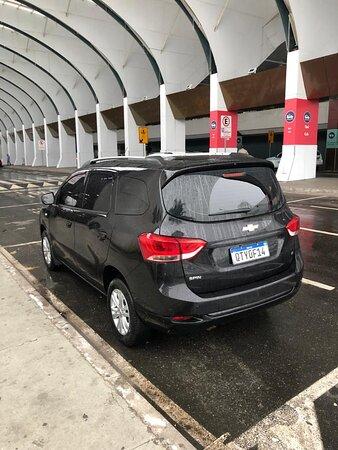 Airport Luis E. Magalhaes: Veículo espaçoso e confortável pra toda a família.