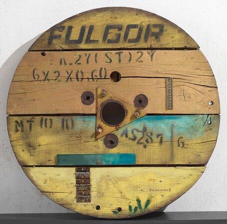 Βασίλης Σκυλάκος (1930-2000) «Χωρίς τίτλο» ξύλο, σίδερο, 1989 75 εκ. (διάμετρος)