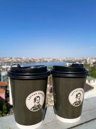 Огромный стакан вкусного кофе!
