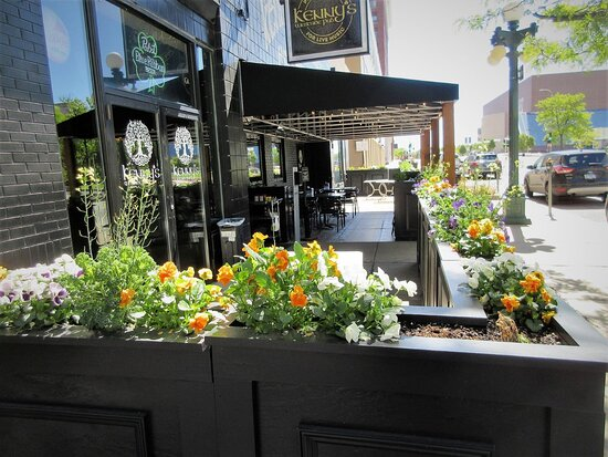 Kenny's Westside Pub: seating area outdoors. Peoria IL, May 2021