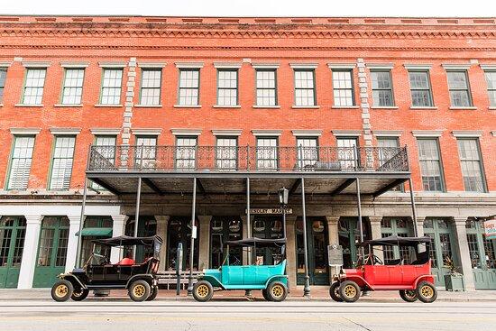 جزيرةغالفستون, تكساس: 5-Seater and 8-Seater Replica Model-T Electric Golf Carts that can be rented to enjoy the East End of Galveston Island. A great and fun way to pay homage to this historic town!