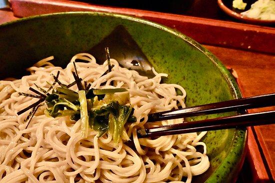 蕎麦の味はレベル以上。葉山葵の辛味が蕎麦の旨みを引き立てる。