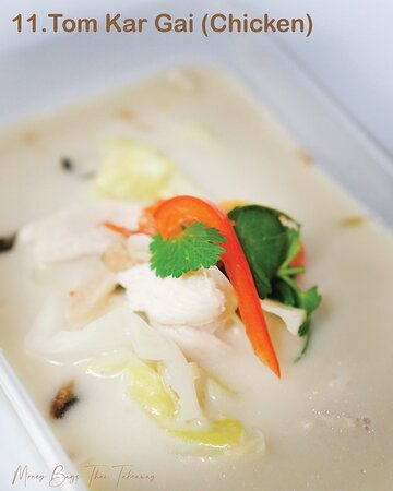 Coconut milk soup with chicken, galangal & mushrooms