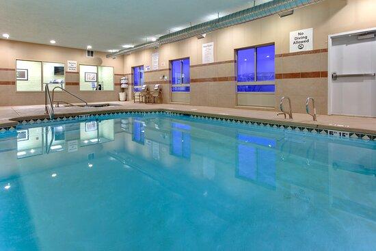 Holiday inn Express & Suites - Grants/Milan Swimming Pool