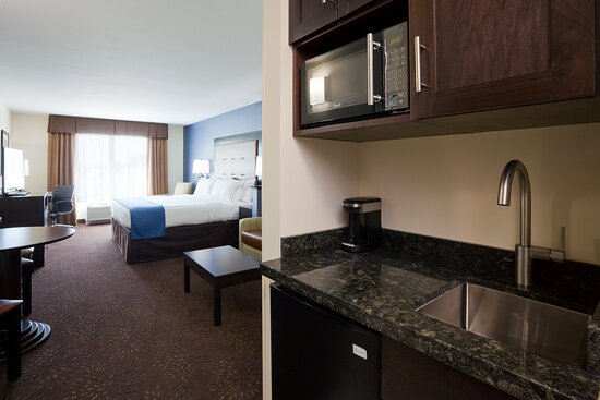 King Suite with Sleeper Sofa - Holiday Inn Express Fort Dodge Iowa
