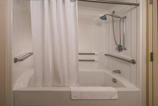 Accessible Guest Bathroom - Bathtub