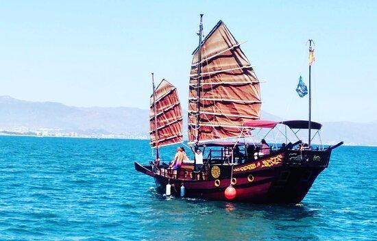 Paseos Barco Benalmádena Junco Chino