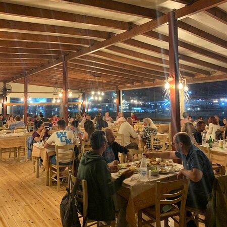 Εξαιρετικη τοποθεσία, service και φαγητό! Στην νυχτερινή Ραφήνα!