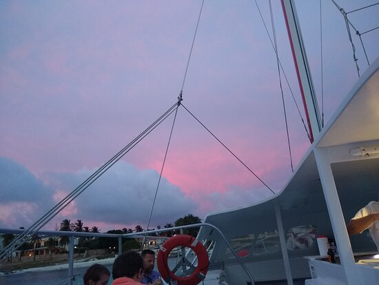 Luxury Wine & Dine Dinner Sail: The sky looks like a baby nursery on this side of the boat.