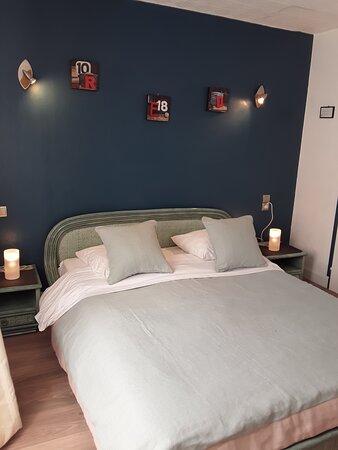 Chambre double entièrement rénovée. Lit très confortable, chambre insonorisée très appréciée par nos voyageurs.