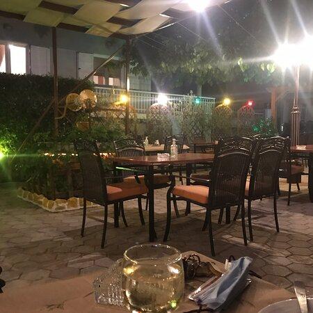 Κήπος ταβέρνα Μπιτζιος