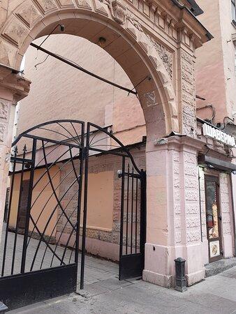 Арка -вход в отель